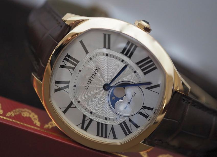 The 40 mm watches copy Drive De Cartier WGNM0008 have silver-plated dials.
