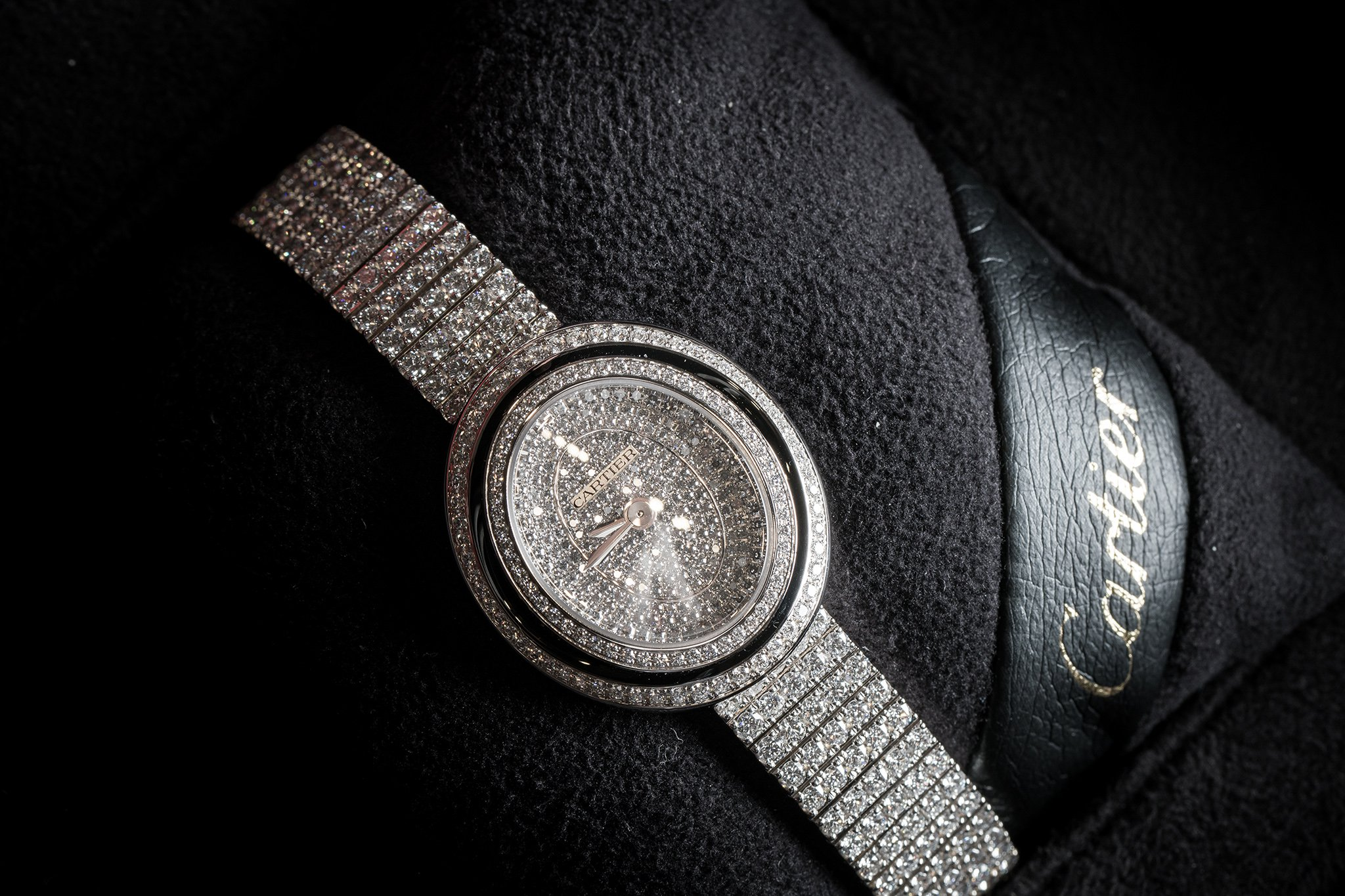 The luxury fake Cartier Hypnose HPI01049 watches are made from 18k white gold.