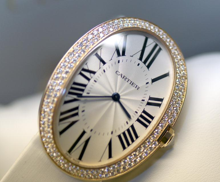The dazzling copy Cartier Baignoire WB520005 watches are decorated with diamonds.