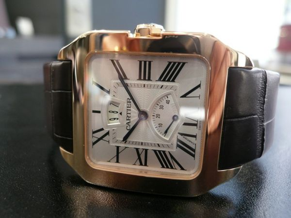 The luxury fake Santos De Cartier Santos-Dumont W2020067 watches are made from 18k rose gold.