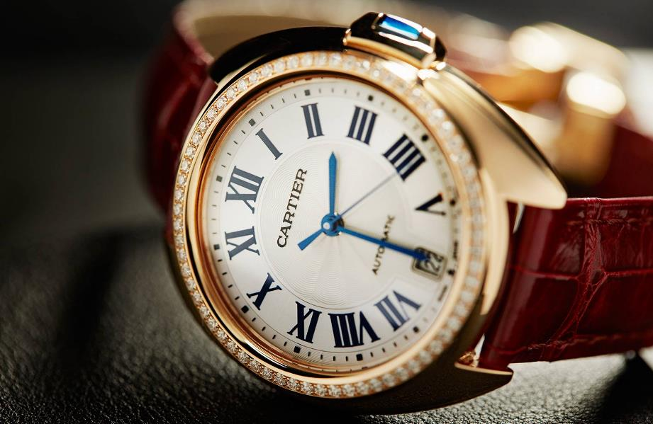 The attractive fake watches are decorated with diamonds.