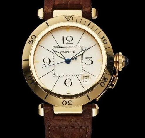 The blue hands and oversized Arabic numerals hour markers ensure the good legibility.