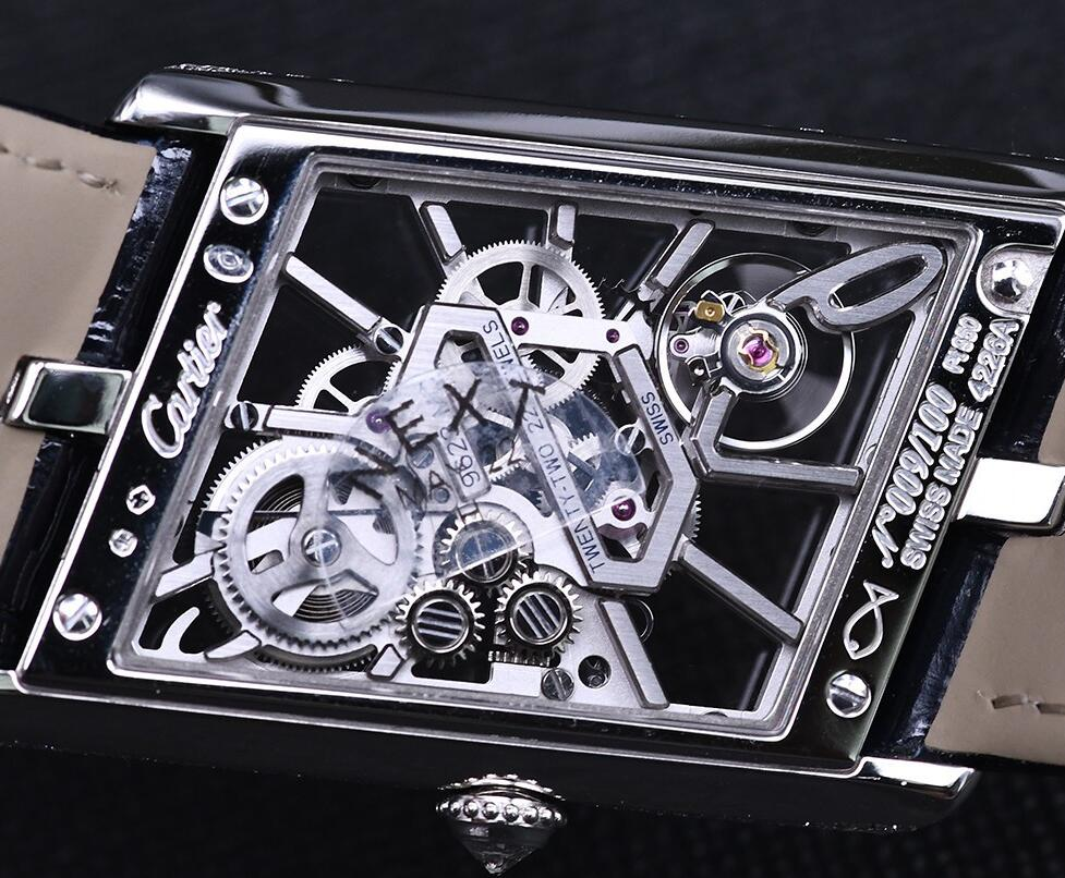 The movement of Cartier can be viewed through the transparent back.