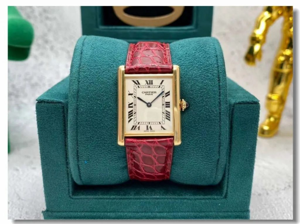 Cartier Tank CPCP replica is good choice for both men and women.