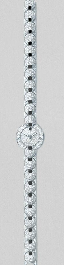 Hot sale fake watches are covered with diamonds.